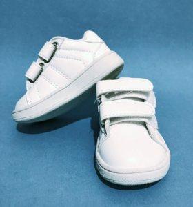 Кроссовки белоснежные новые