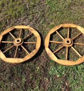 Декоративное деревянное колесо от телеги
