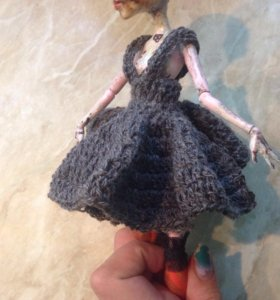 сарафан вязанный на куклу МХ