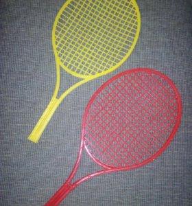 Ракетки для тенниса и бамбинтона