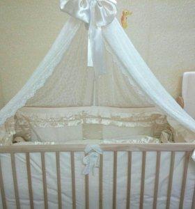 Детская кроватка с комплектом белья