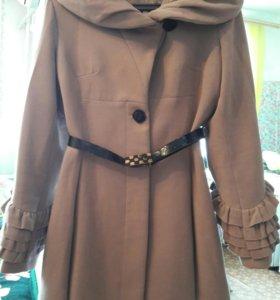 Продам пальто 44 размер