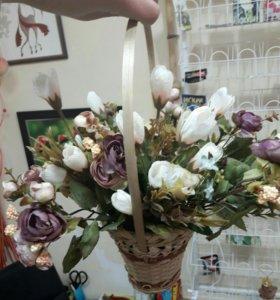 Композиция искусственных цветов