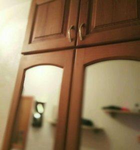 Деревянные двери от встроенного шкафа