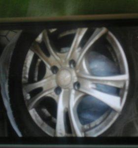 Продам колеса с дисками литыми на 14