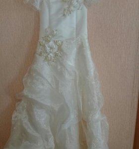 Платье бальное для девочки на6_7лет.