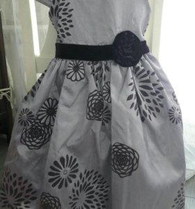 Платье нарядное на девочку 3-4 года