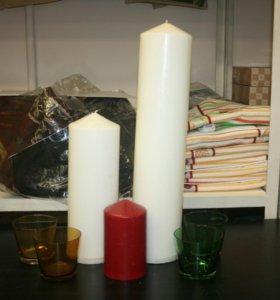 Свечи большие и подсвечники.