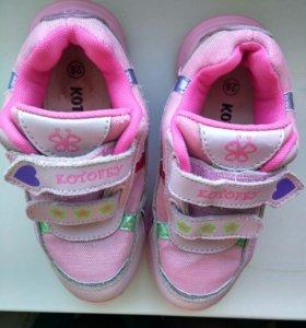Кроссовки для девочки KOTOFEY. Стелька 19-19,5 см