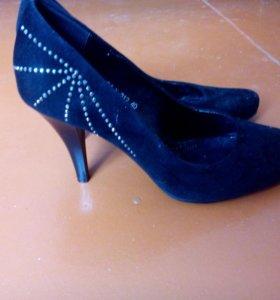 Туфли замшевые.новые
