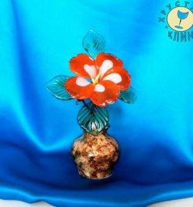 Цветок в вазочке