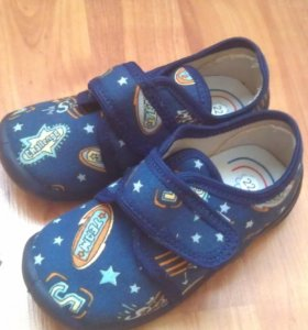 4 пары обуви
