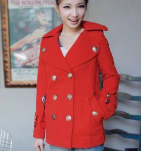 Короткое красное пальто