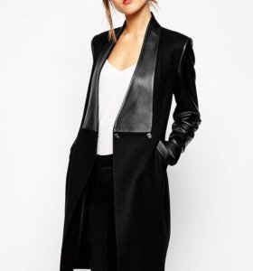 Стильное пальто с кожаными вставками