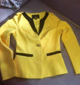 Пиджак ярко желтого цвета