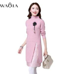 Новое вязаное платье с гепюровой вставкой розовое