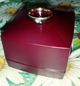 Кольцо золотое с бриллиантом,размер 17