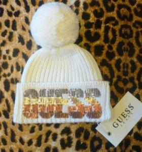 Супер стильная шапочка GUESS для модной малышки.