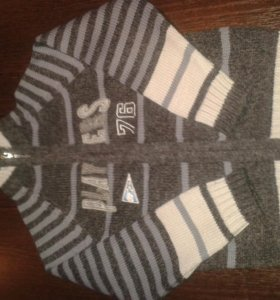 Новый шерстяной свитер.
