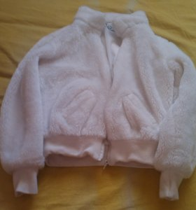 Белоснежная плюшевая куртка