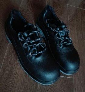 Спец обувь (полуботинки) кожаные, новые .