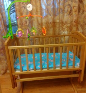 Детская кроватка маятник с матрасом и модулем.