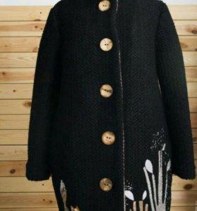 Пальто с лисой черное
