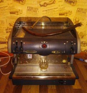 Профессиональная кофемашина.