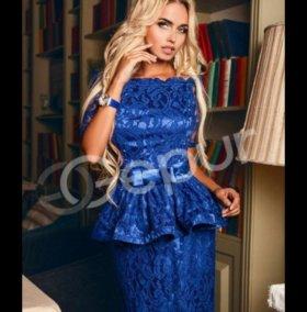 Платье с баской синего цвета