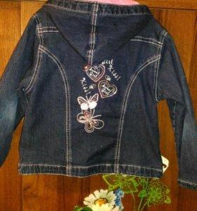 Куртка джинсовая для девочки б/у.