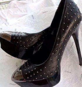 Стильные кожаные туфельки