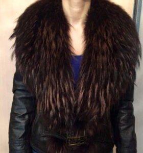 Кожаная куртка женская с натуральным мехом.