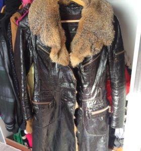 Кожанное лаковое пальто