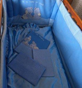 Бордюр, матрац, одеяло, белье, и балдахин