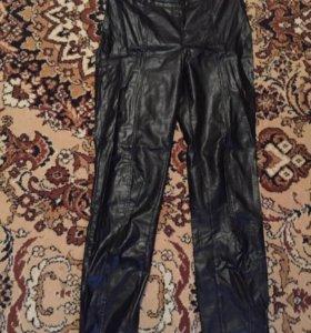 кожаные легкие брюки