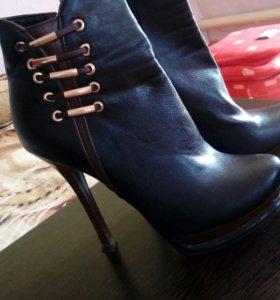Обувь ( сапожки, туфли)