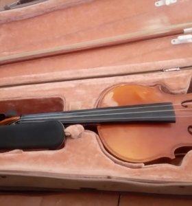 Скрипка в футляре