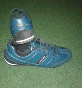 Продаю кроссовки новые