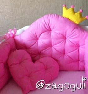 Бортики в кроватку с короной