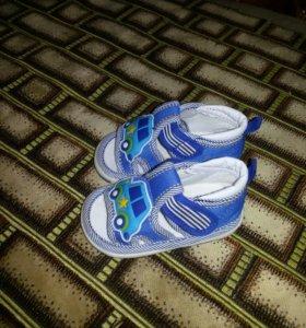 Летние сандали для мальчика практически новые