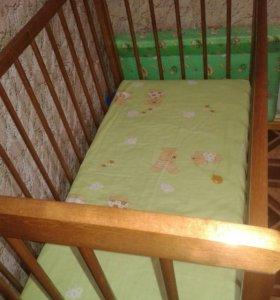 Кроватка с матрасиком и бортиками
