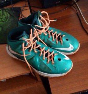 Баскетбольные кроссовки Lebron 10