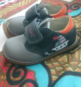 Детские новые ботинки