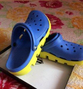 Резиновые тапки ( crocs )