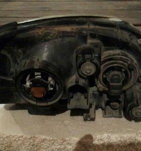 Фара на Nissan Tino левая