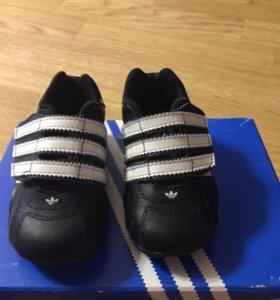 Продаются детские кроссовки