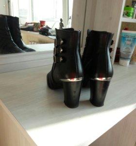 Ботиночки черные демисезонные
