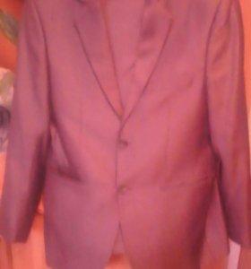 Костюм мужской р50.одет один раз.