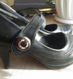 Туфли 38.5-39 размер