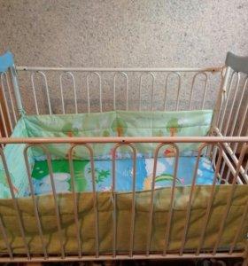 Детская кровать - железная.